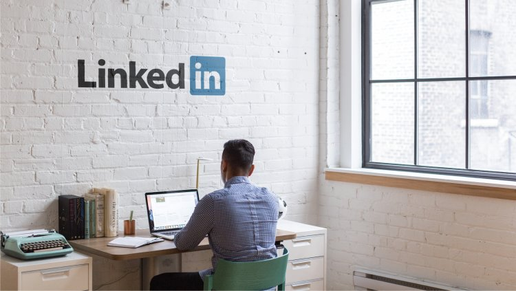 Craft linkedin Cover photo in easy and quick way for free.